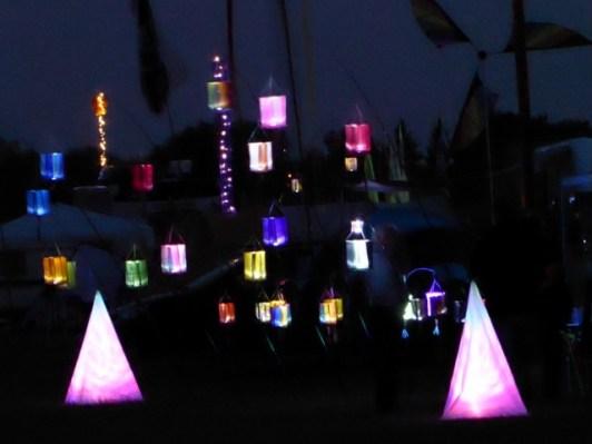 Die Nacht wird mit vielen Lichtern begrüßt