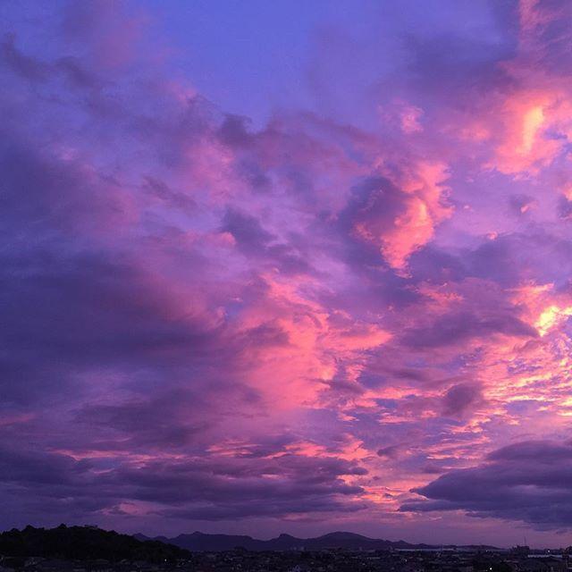 今日も暑かったです。車のウィンドウが壊れて閉まらず、熱中症になるかと思いました。みなさんも無理せず気をつけて下さいね。#イマソラ #mysky #sky #sunset  #cloud #purple #暑