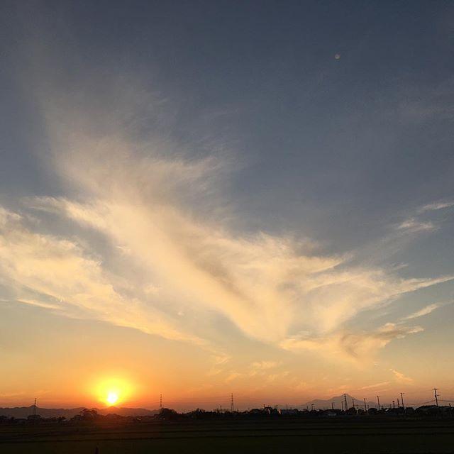 おひさま扇形で今日もあっぱれさようなら。それではまたあした。#イマソラ #mysky #sky #sunset #fine #clouds #sun