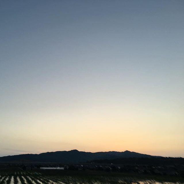美しいふるさとの夕焼けに感謝です。明日も良き日に。#イマソラ #mysky #sky #sunset #fine #mountain #niceday