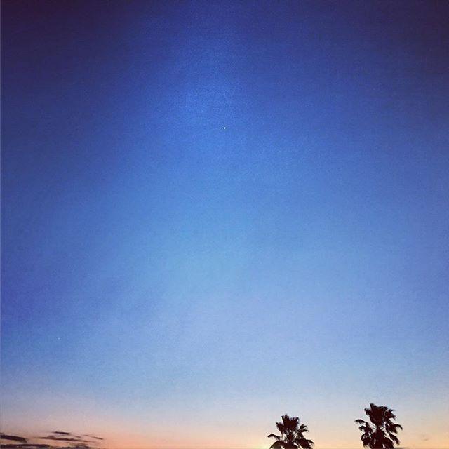 あっという間の夕暮れ。このまま春になるのかな?というくらい暖かな1日でした。明日は忙しい。頑張ろうっと。#イマソラ #mysky #sky #sunset #fine #warm #winter #february #2017