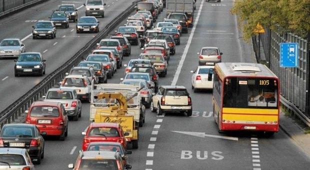 Nowe buspasy na moście Poniatowskiego i Wale Miedzeszyńskim