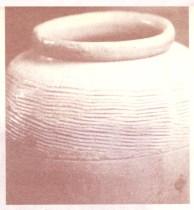 圖為很多富人購買藝術禮品或古董當作投資或財富的保值,但古董若是陪葬物或有附靈之物,容易產生作祟的現象p1110-a1-01