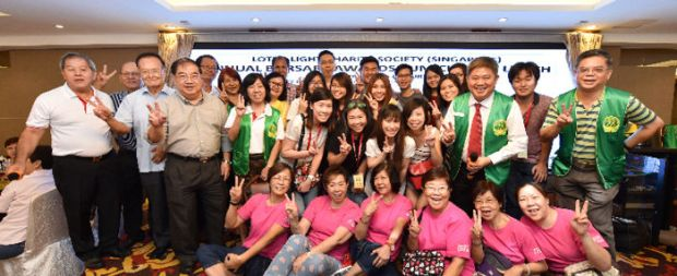 圖為華光功德會(新加坡)陳建安會長與貴賓及義工代表大合照p1141-15-01