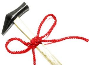 在「開刀路」的房子如何化解呢?在「滿日」用全新的槌子,綁上新的紅布,過香以後,在房屋的修改處,一邊敲,一邊念咒,並祭拜地基主,禳解一切障煞。p1145-a1-02
