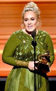 愛黛兒勇奪最佳專輯、歌曲、製作、演唱專輯及個人表演五大獎p1148-a8-02