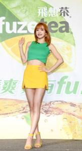 韓團EXID成員Hani日前出席知名茶飲料台灣記者會,除了小秀流利的中文,Hani竟秒變台妹,撂出道地台語「揪喝拎」!現場更開起舞蹈教室,親自教粉絲們跳廣告的俏皮舞步!p1155-a6-05