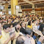 圖為善信佛子跪求加持p1156-02-17