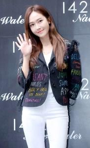 韓國歌手Jessica  韓國歌手Jessica、演員卞貞秀,日前出席了在首爾江南區狎鷗亭舉行的某品牌活動,以亮眼色彩演繹春日氣息。 p1158-a6-06Web only