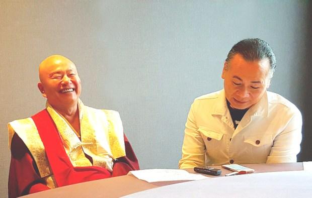圖為無上法王蓮生活佛盧勝彥接受專訪。 p1159-11-02