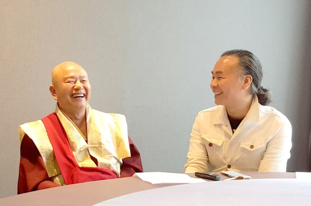 圖為蓮生法王接受顏聯武先生專訪 p1160-12-02