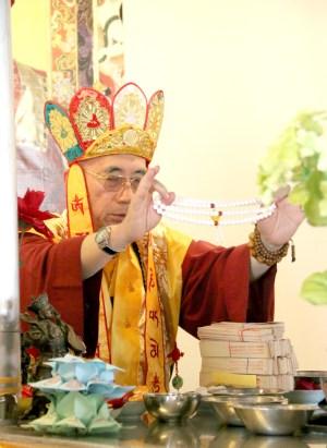 圖為蓮鎮上師轉珠明 p1160-13-02