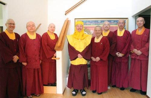 圖為盧師尊與宗委會核心小組七位處長合影。 p1163-12-01