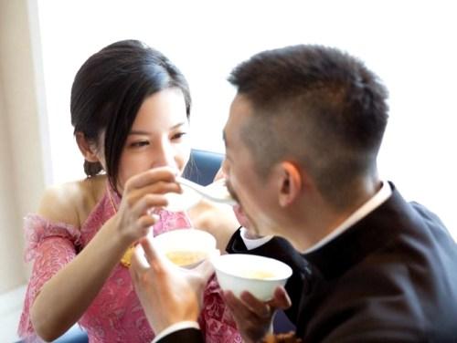 新人互餵甜湯 p1165-a8-09