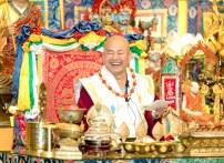 2017年6月17日晚間,美國西雅圖雷藏寺恭請當代法王蓮生活佛盧勝彥主持蓮花童子同修會,四眾弟子齊聚。圖為無上法王蓮生活佛盧勝彥。