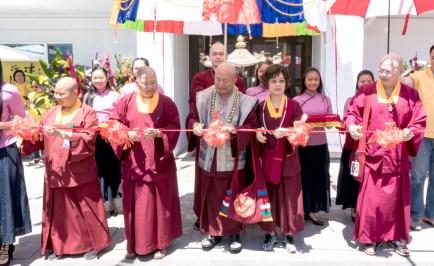 圖為薩迦雷藏寺剪綵儀式。