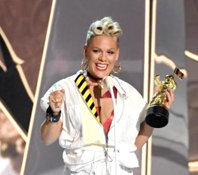 音樂錄影帶大獎由Pink奪得