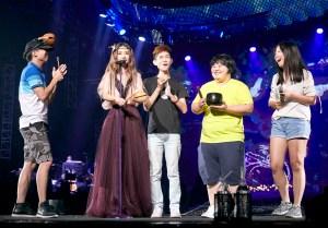 田馥甄與四位粉絲上台演奏