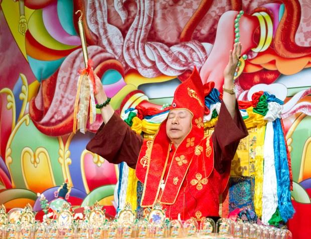 蓮生法王盧勝彥教導金剛鉤的觀想。