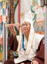2017年9月24日週日下午三時,美國西雅圖彩虹雷藏寺恭請蓮生法王盧勝彥主壇「大白傘蓋迴遮母護摩大法會」。圖為獻供護摩木。