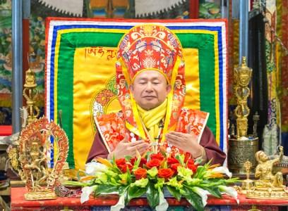 2017年10月1日下午,美國西雅圖彩虹雷藏寺恭請蓮生法王盧勝彥主壇「金剛亥母護摩大法會」,四眾嘉賓護持。圖為盧師尊。