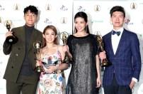 第52屆電視金鐘獎迷你劇集獎「通靈少女」,蔡凡熙(左起)、郭書瑤、李千娜、導演陳和榆合影。