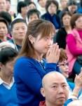 圖為貴賓陽光舞供團陳妍如師姐向師尊問安。
