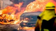民眾連車都來不及開走已被燒毀