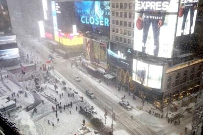暴風雪襲擊美東,紐約市進入緊急狀態。
