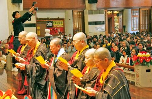 蓮花程祖上師帶領宗委會核心小組及眾弟子、向蓮生師佛懺悔