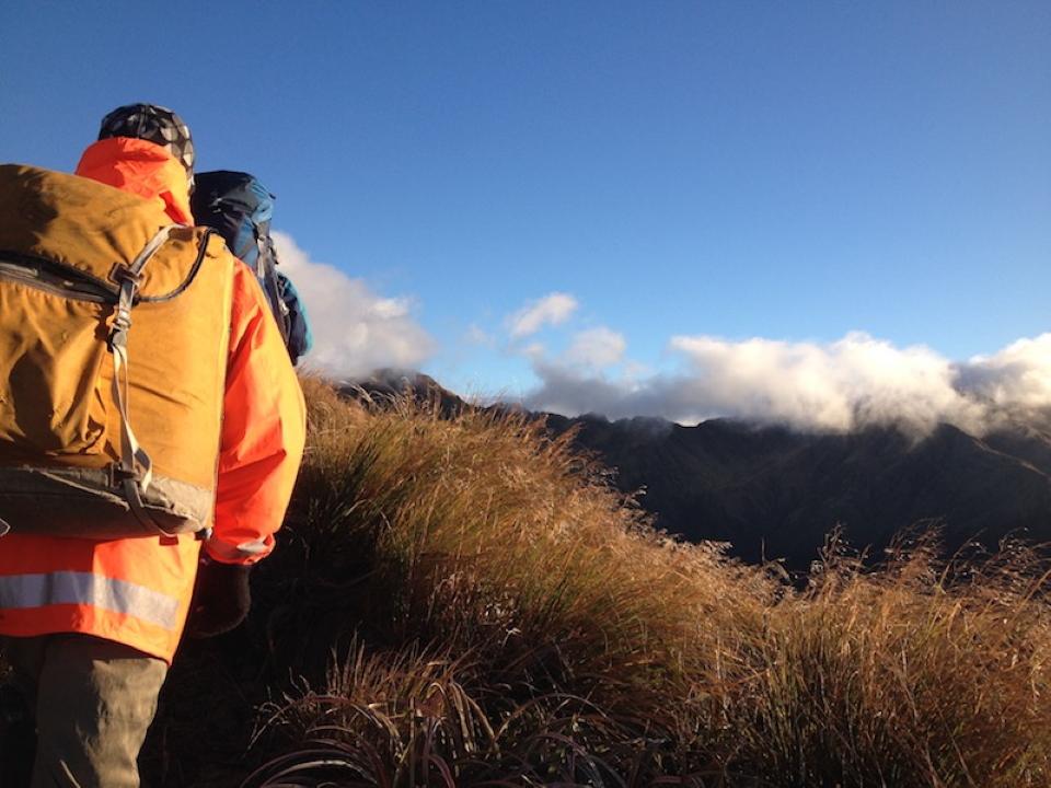 Tramperw walking towards Jumbo peak