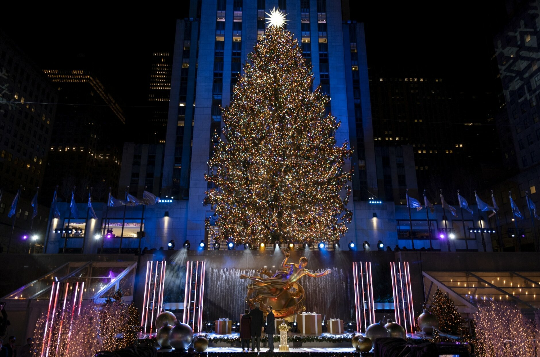 rockefeller center christmas tree turns