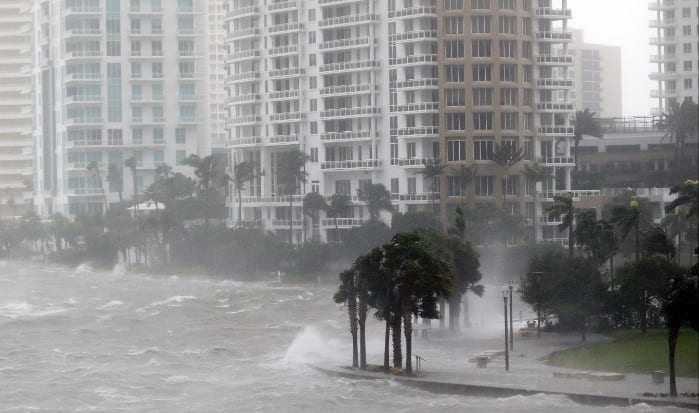 Hurricane Irma hits Florida and starts destroying the Miami