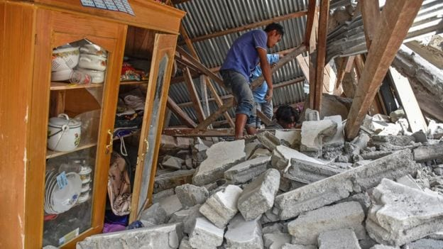 Hundreds of tourists are trapped on the Indonesian Island of Lombak following a 6.4 magnitude earthquake.