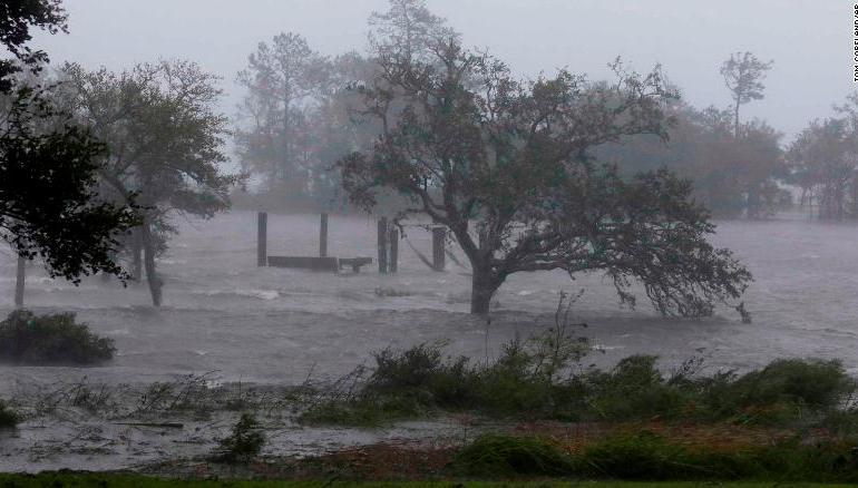 Storm Florence kills 5 people as it rips through Carolina