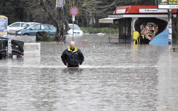 Eleven dead in Italian floods - Video Footage - Warning - disturbing scenes!