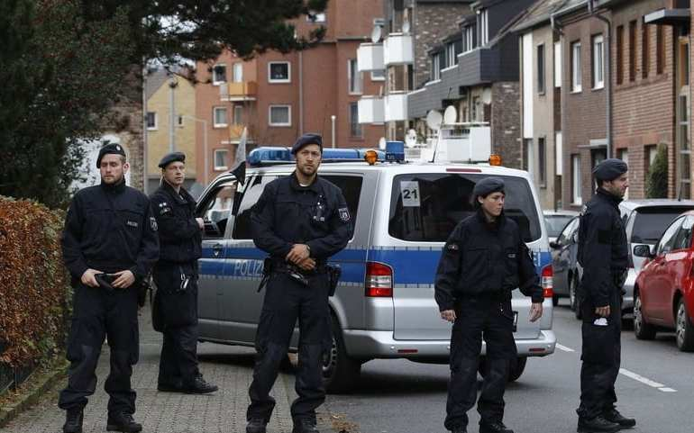 German extradites Iranian diplomat - over a 'bomb plot'
