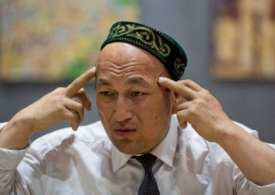 China takes diplomats to tour Xinjiang 'Muslim re-education camps'