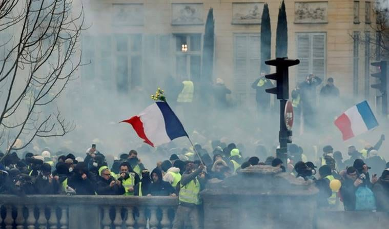 Chaos in Paris as 50 thousand 'Yellow Vest' protest in Paris uprising - Macron says time 'harden the stance'