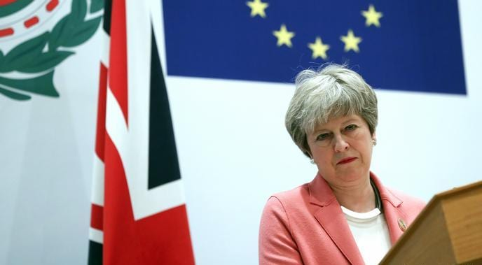Pressure mounts on Theresa May to delay exit from EU