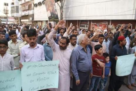Muslims protesting in Pakistan