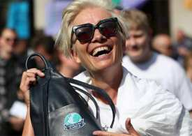 Emma Thompson joins the Extinction rebellion as Police move in!