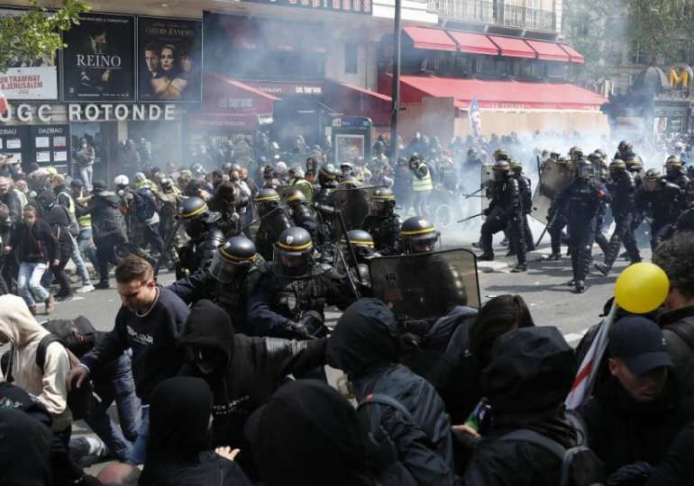 Breaking: Clashes break out at Paris May Day protests