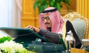 Saudi Arabia's King Salman has called for the convening of two summits of Gulf and Arab states