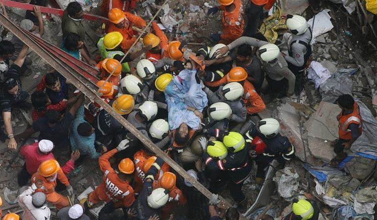 building collapses in india killing 14 people
