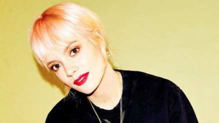 Lily Allen says 'record label failed to act on assult'