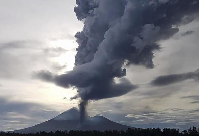 Breaking News: Volcano erupts in Papa New Guinea