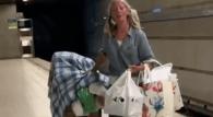 Singing Los Angeles homeless woman stuns social media