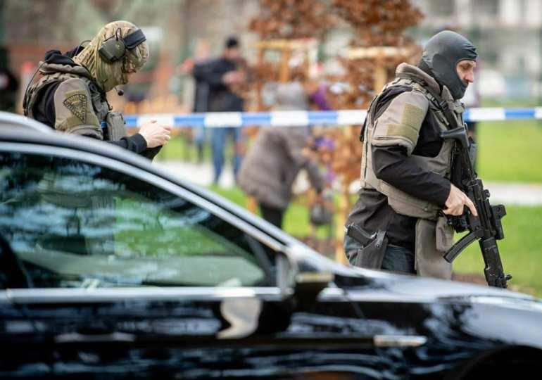 Czech gunman kills 6 in hospital