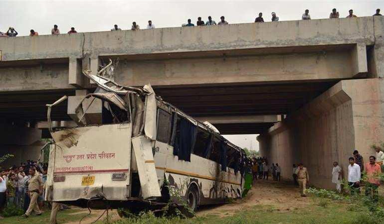 india bus crash kills 19